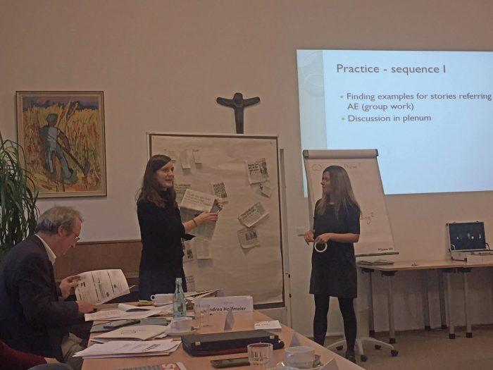 Ricarda and Raffaela explaining the exercise during the LEK-AE testing